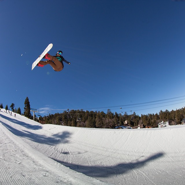 The @shr3dmambaaaa blasts a Frontside Air out out the new #Halfpipe up on @bear_mountain. Photo