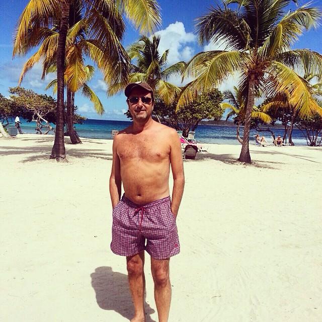 MR. Gonzalez con su Londra en St. Thomas. #borna #trajesdebaño #swimwear #shorts  #beach #summer #verano #londra