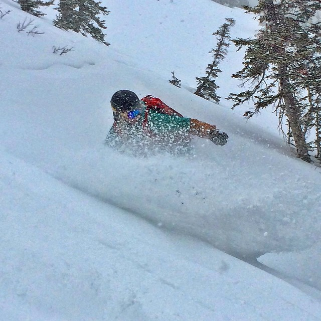 @cindilougrant ripping a fun line today off the sidecountry of @canyonsresort. It was duping rain at the base when we arrived which made me skeptical. But thankfully up high it was snowing and it was good! @neversummerindustries #oakley @dakine...