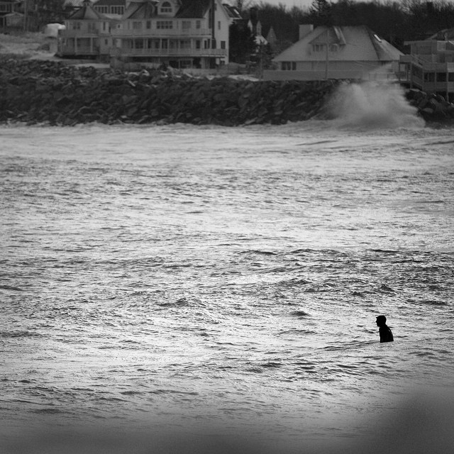If we could only make it to the beach #whiteout #diggingout #newengland #coldwatersurf