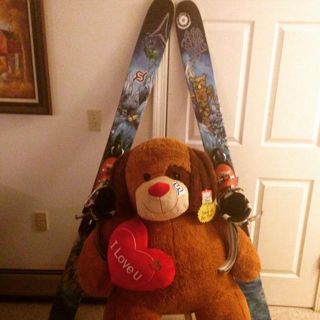 #mountsnow #JustSendIt #bearlythedog #skiing @chrisbenchetler #atomicskis @zayjmad191 @valleybikeandskiwerks @kateemcneil @djc4 @taraday126 @michellelevack #802