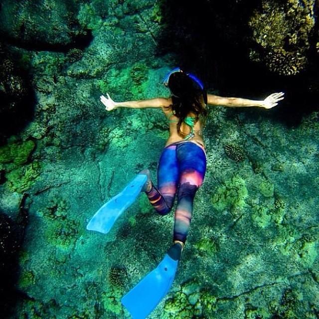 Alison scoping the reef. @teekigram @alisonsadventures #sarahleephoto #teeki #underwater