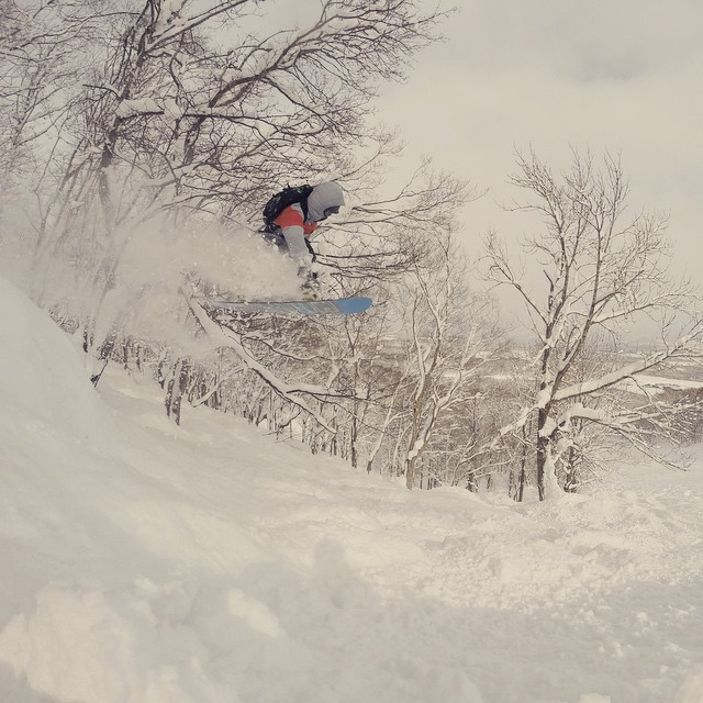 #Organik mid air at @nisekohanazono #hanafun1415 #niseko #hanazono #snowboarding #powderlife #japow #gopro photo by @surfing_spud