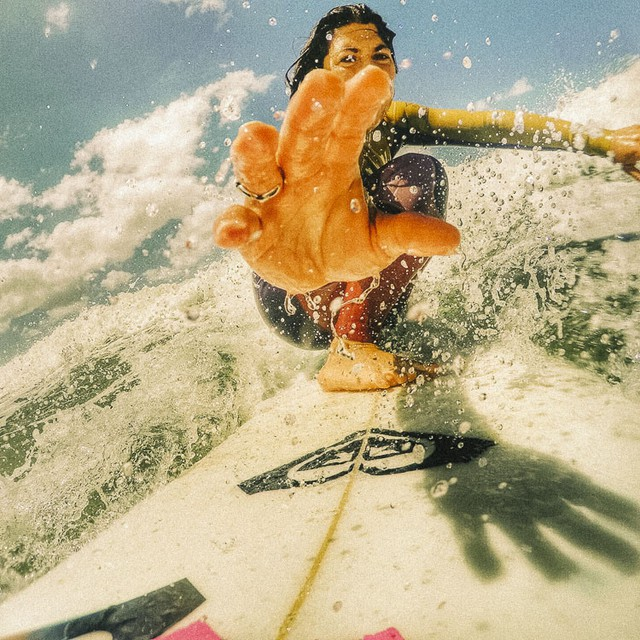 Surfing Selfie @aggyferrri #PaezDiaries  #PaezShoes