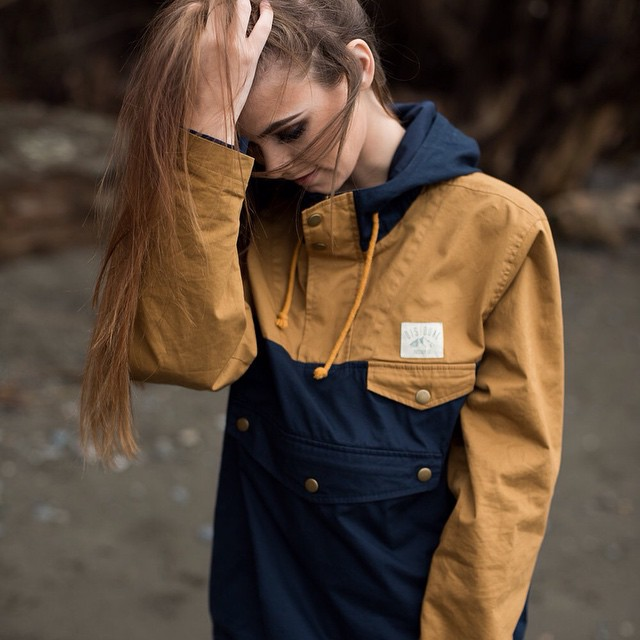Our Vashon pull over is now available at www.disidual.com // Very limited stock! Photo: @ovethmartinez  @amberleighwest #disidual #disiduallivin #brokeandstoked #keepitwild #surf