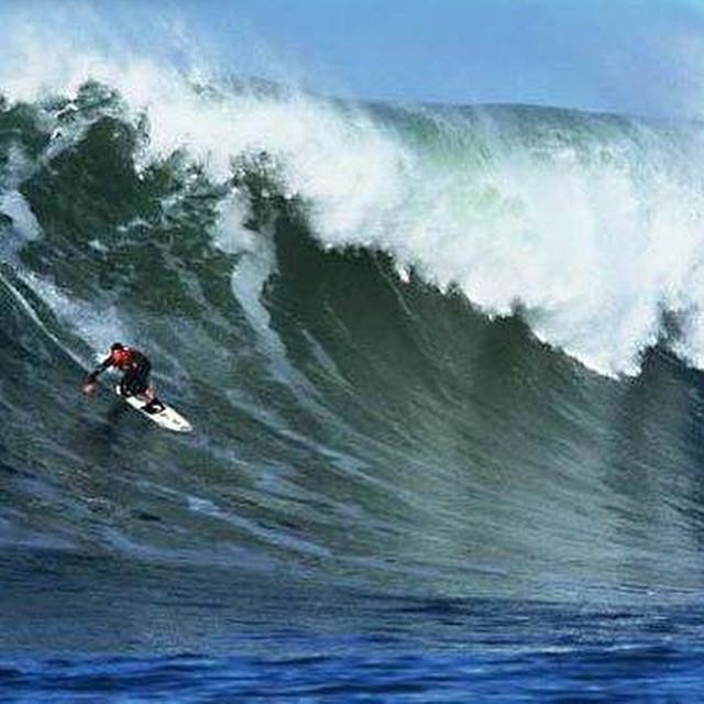 #JuevesDeOlas Mavericks- California – EEUU La ola para tamañeros por excelencia, rompe sobre fondo de roca, puede alcanzar 300 metros de recorrido y aguantar una altura de más de 5 metros. Esta ola que rompe junto a un pequeño puerto, ya se ha cobrado...