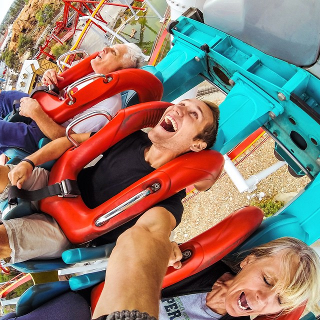 Roller coaster rides with mom and dad are fun! •• Kameleonz.com ••