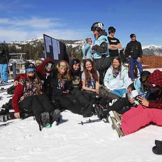 Athlete @sandradejin and #revtour  friends enjoying sunshine and views. Send good vibes as we wait to hear about her knee, injured in the #grandprix last week. #sisterhoodofshred #goodluck #girlswhorip #skiing