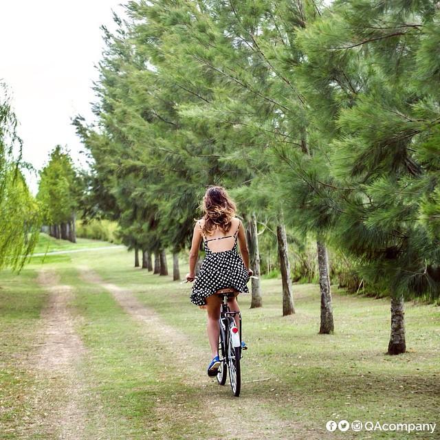 Mejor en bici para llegar más rápido. Pedaleaste para llegar, disfrutá el fin de semana. @nickiluis #ActitudQA #QuienSabedeActitud #Carnaval #TheQALife www.QA.com.ar