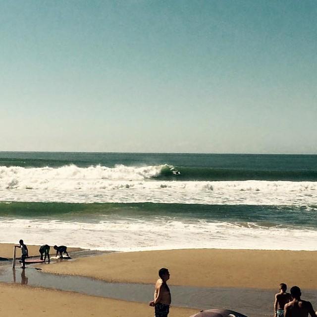 Tremendas olas en las costas de punta del este. Qué lindo que es el mar del Este! @luismaiturria #Soul #Surfing #Waves #JustPassingThrough #PuntaDelEste#ReefArgentina