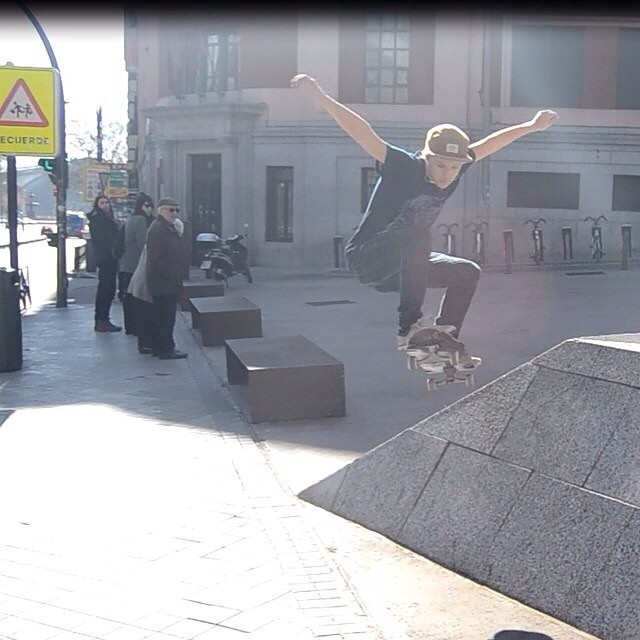 Good Morning Friday!!! @sunsetsliders grom @parkerlbb boosting on the Spunk in Madrid!