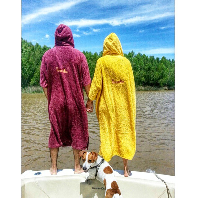 Happy valentine's ♡♥♡♥♡ #elmandarinasurf #wakesurf #surf #cool #14f #valentines #happyvalentines #love #couple #dog #river #sky #lifestyle #summer #holidays #sunnyday #hands #party