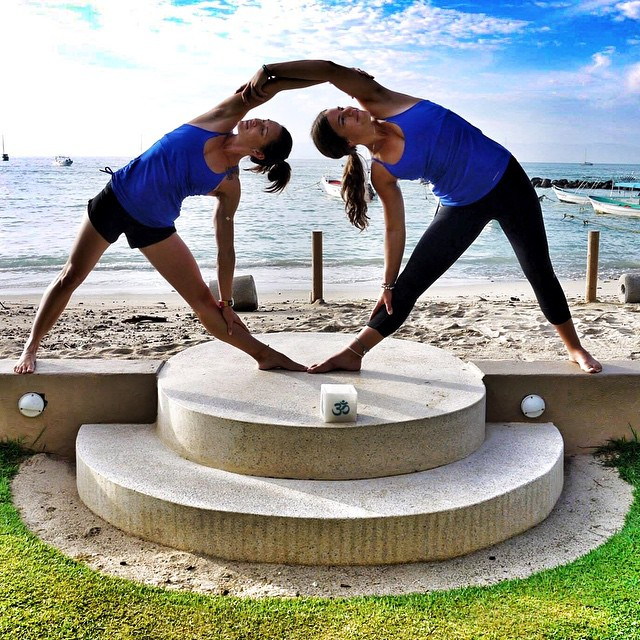 YOGA EVERY DAMN DAY! ❤️ @gracedbygrit @waveofwellness #supandyogaexpeditionpuntamitamexico #teamboardworks #sweatyourstory