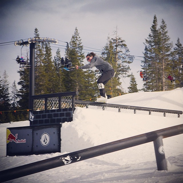 A little throwback to the #VolcomPBRJ held at @borealmtn. @r_neezy was attacking the #redbull feature, locking in that boardslide all the way through the close out. #thrivesnowboards #borealmagic #tahoe #snowboarding #girlswhoshred
