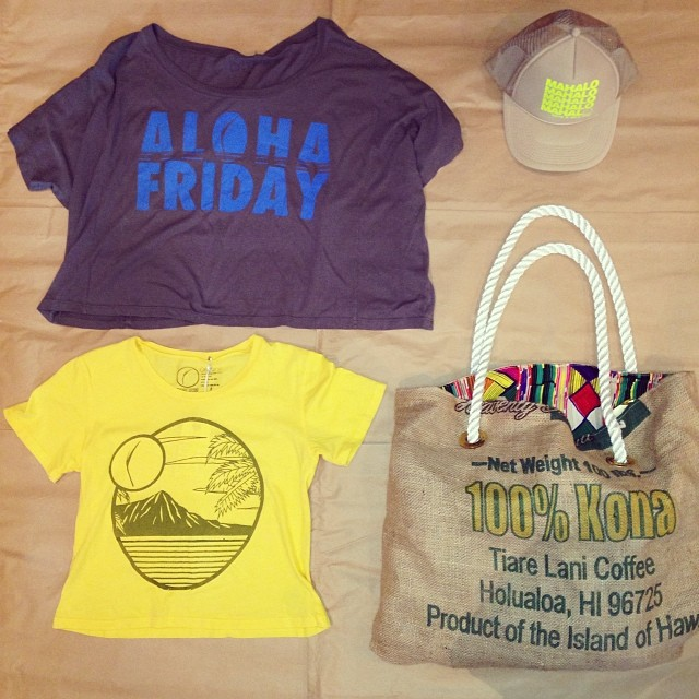 #beach and #farmersmarket essentials at our #popup. #Organik #alohafriday boyfriend #tee #madeinusa from #sustainable #beechwood, #diamondhead crop #tshirt in #organic cotton, #beachbum bag and #mahalo #truckerhat #holidayshopping. 55 Merchant St...