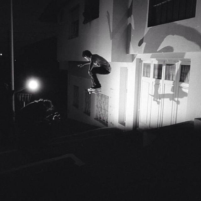 Santi Rossi por Ignacio Cattaneo @santiagorossi @ignaciocattaneo1 #Ollie #Volcom #Skate #TrueToThis