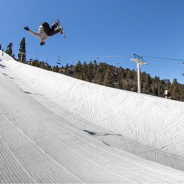 @jakeschaible  getting inverted in the halfpipe @bear_mountain  Photo by @jaredmeyer_photo ❄️
