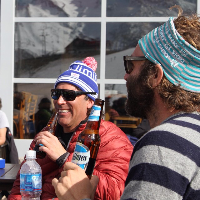 There's something about that celebratory beer at the end of an incredible day in the mountains. Suddenly life makes sense and there's no choice but to laugh, smile, and have one more! @claudiomargaride and @bryonfriedman agree #skiing #apres photo:...