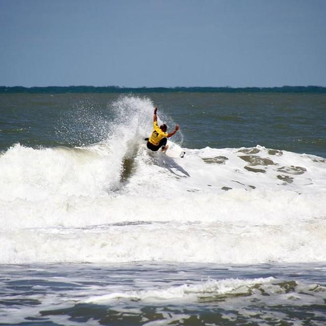 Flashback #CoronaReefClassic2015 @mpasseri1  PH: HernánRamos|Photography #LifeIsShortGoSurfing #JustPassingThrough #CoronaSunsets #ReefArgentina