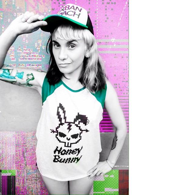 UR GIRL ATTITUDE #urbanlife #honeybunny #sudadera #musculosa #look #style #trucker #pixel #pixelart #fashion #ranglan #bunny #cool #green