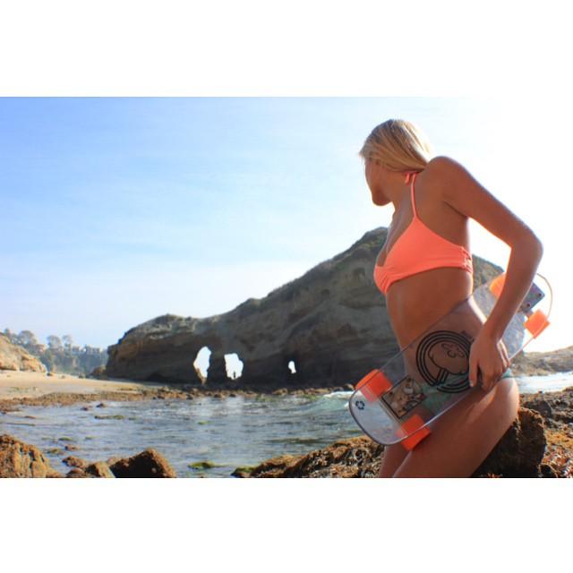 A beautiful California day with the beautiful @beccazrn #jellyskateboards #jellylife #lagunabeach #stunning