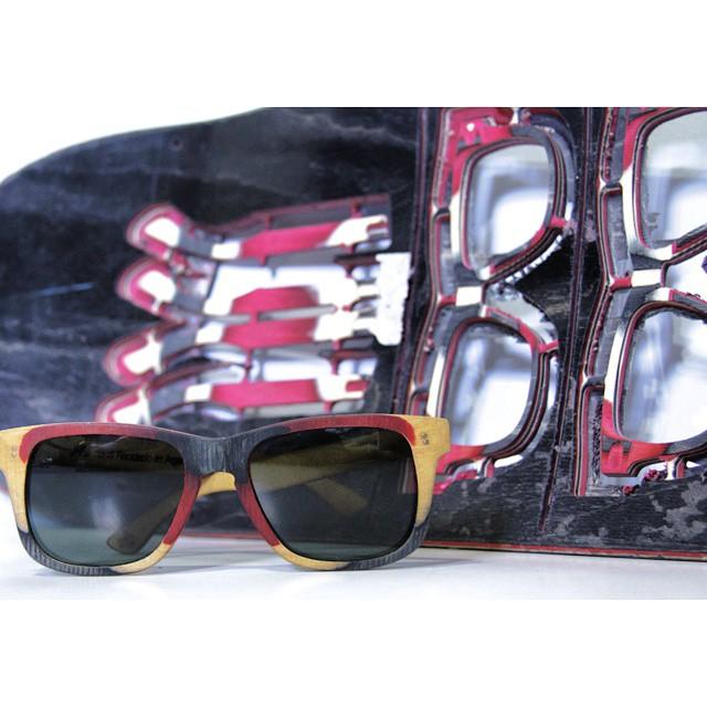 Queremos mostrarles como realmente estos anteojos además de ser de madera , son reciclados de tablas de skate! En esta ocasión utilizamos una tabla element!  #anteojosdeskate  #anteojosdemadera  #anteojosreciclados  #anteojosdemaple  #anteojos ...
