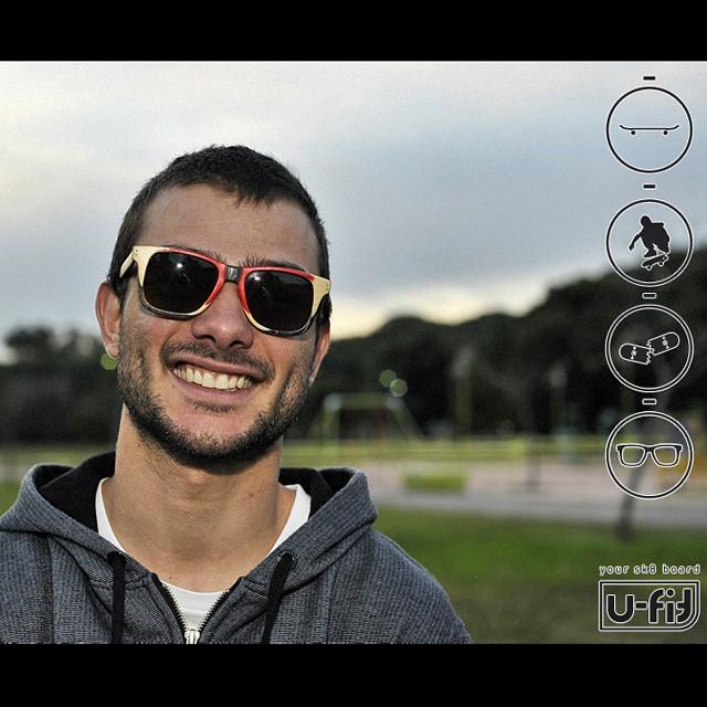 Seba Franco nos manda este retrato sacado por Ale Mercado, mostrando un poco lo que son los anteojos reciclados de las tablas de skate!  #anteojosdeskate  #anteojosdemadera  #anteojosreciclados  #anteojosdemaple #sunglasses  #reciclado #reciclar...