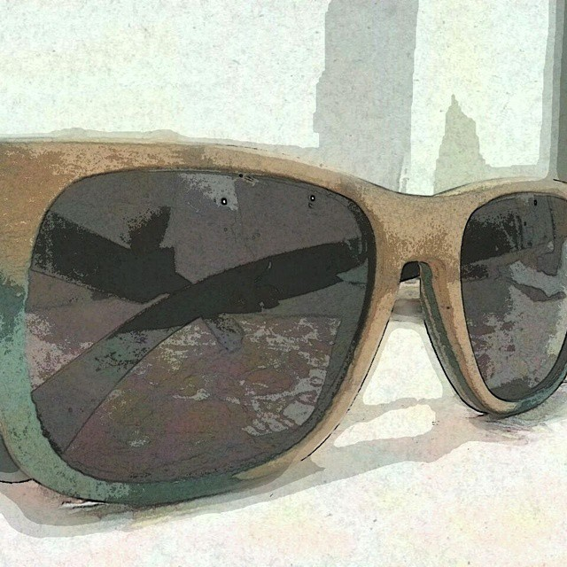 Una ilustración de los anteojos reciclados ! #anteojosdeskate  #anteojosdemadera  #anteojosreciclados  #ufit #ufitargentina  #anteojos  #sunglasses  #reciclados