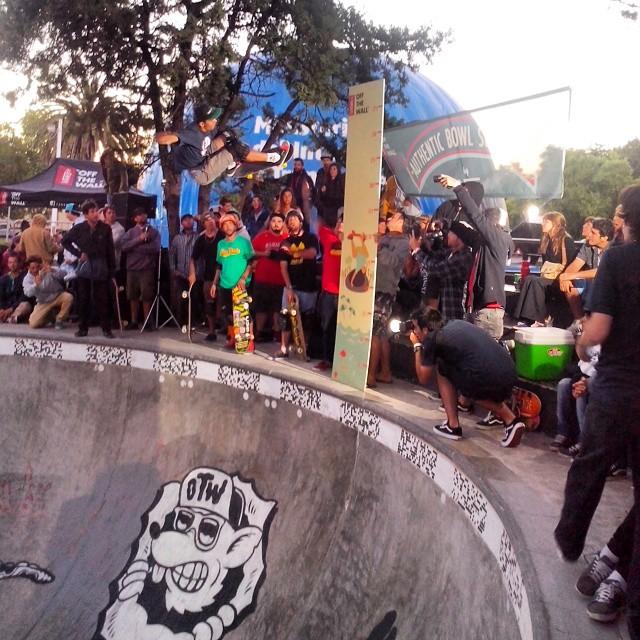 En este momento en el campeonato de bowl en Miramar! #miramar #skateboarding  #skate  #skateboard  #bowl #campeonato #ufit  #ufitargentina
