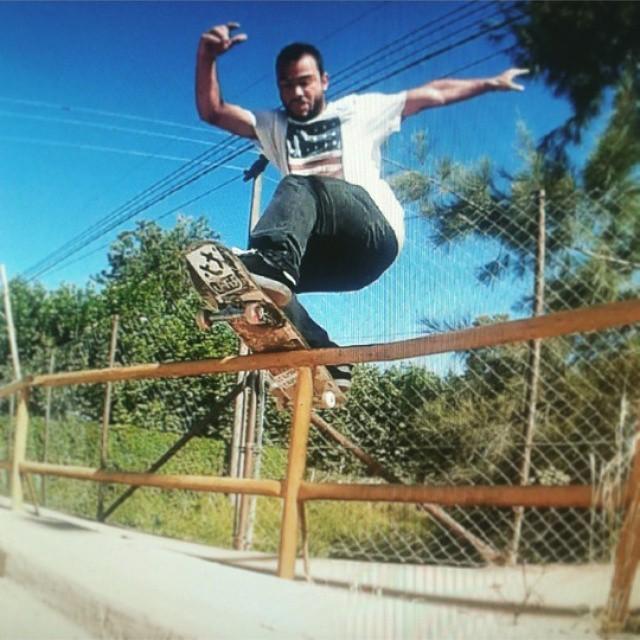 Seba Franco nos manda esta postal desde Lobos! Gracias a Diego Bolloki por rescatar ese moment! #pop #skateboarding  #skate  #skateboard #sk8 #front #bores  #ufit  #ufitargentina