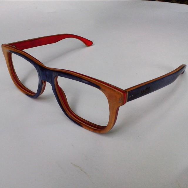 Anteojos reciclados 100% de una tabla de skate para colocar lentes de aumento! #sunglasses  #anteojosdeskate  #anteojosreciclados  #anteojosdemadera  #anteojos  #ufit  #ufitargentina #maple