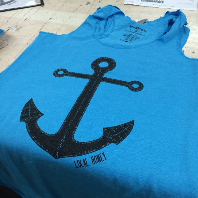 New shirts for Wanderlust Hawaii coming off the press ⚓️ #localhoneydesigns #tribalanchor #wanderlust #hawaii #oahu #wloahu #anchor #grounding #root #chakra #love