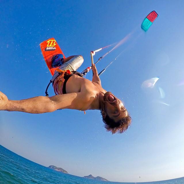 Yewwww, @renoromeu kiteboarding in Rio de Janeiro, Brazil. #gopro #gopole #gopolereach #kiteboarding #brazil