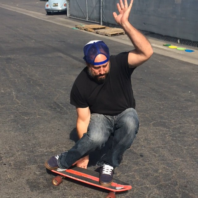 Our head of creative voodoo, sales, and concoctor of formulaic #awesomesmellingstuff Ted Shred on location riding the Beach Leech at #hydroflexskateboards #hydroflexsurfboards #uluLAGOON #surf #tedshred #stillsomesteezinthoseknees #surfwaxcandles...