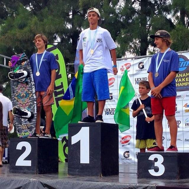 Los hermanos sean unidos: Felicidades por el segundo y tercer premio a Kai y Ulf Distch! #panamericanwakenoardchampionships #wakeboard #reefargentina
