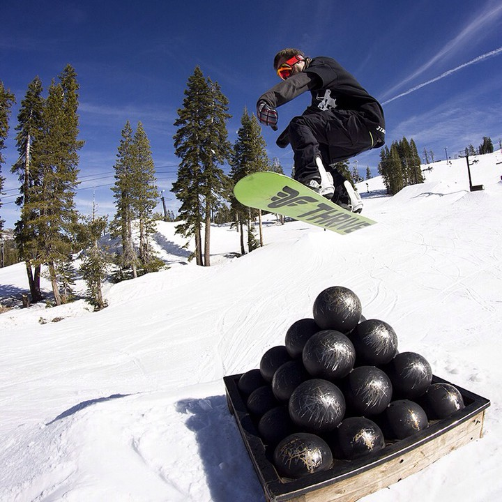 #cannonballcomin @moofosta #neffland #snowboarding #renegade @borealmtn #borealmagic #piratepark