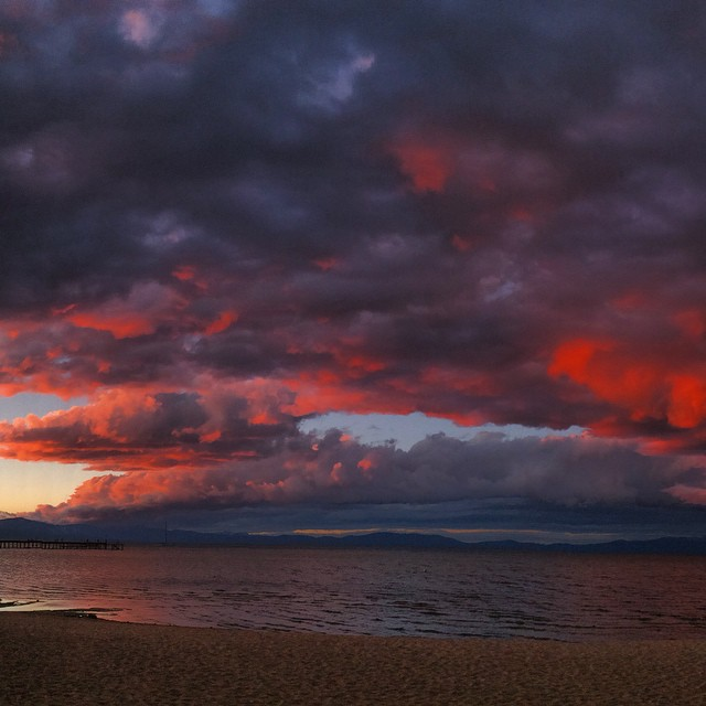Watching the storm roll in last night. Sadly I awoke to less then  dusting if snow on the road. Hoping for #miraclemarch ! Come on #oldmanwinter throw us a #bone ! #pinksky #laketahoe @stcrossfit @neversummerindustries @epicbar @dakine_girls #dakine...