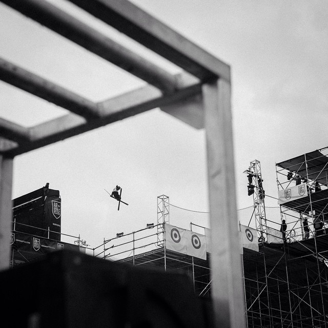 @guskenworthy qualifying in the top spot on a soggy day in LA. The Ski Big Air final is coming up at 9:30pm ET on ESPN3. #AirStyleLA (