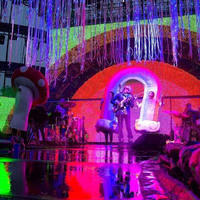 Sunday afternoon tunes with the always colorful #theFlamingLips. Due to weather the Ski Big Air final has been cancelled. Head to Air-Style.com for full results. #AirStyleLA (