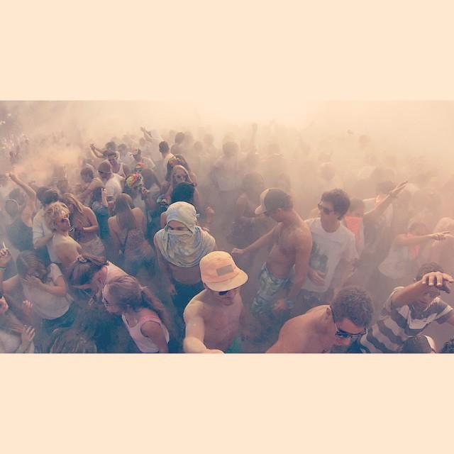 -NVR- #niveria#nvrforthepeople#wecolor#notolvideslagorra#carnaval#wecoloruruguay#lapedrera#uruguay#colores#caps#gorras#flowerpower#findelargo#niverialaqva#pinkyscap#fivepanelcaps Un Niveriano perdido en una fiesta de colores⚡️