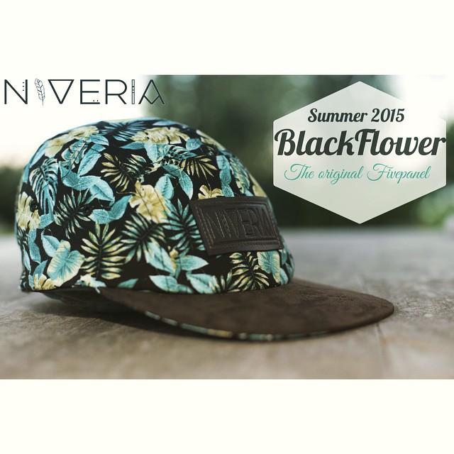 -NVR- Modelo: Blackflower  #niverialaqva#niveria#nvr#verano#summer#black#flowers#laqva#altaresaca#felizdomingo#theoriginalfivepanel#caps#gorras#fortheladys#nvrforeveryone