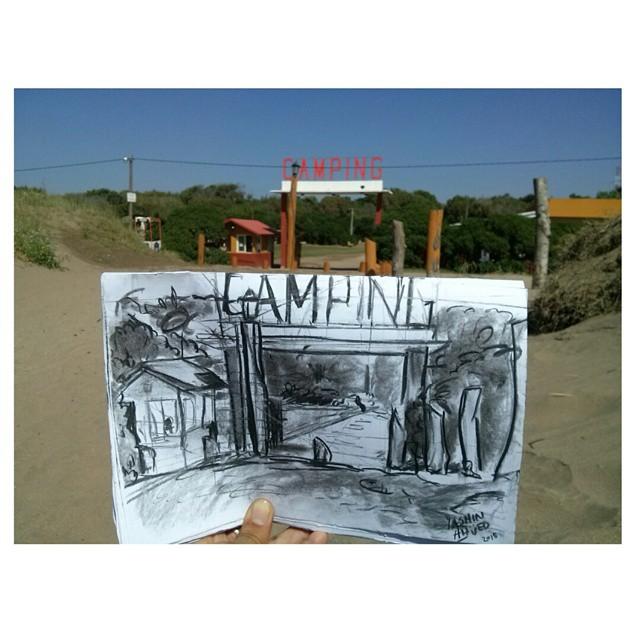 .Retratando Nueva Atlantis. A pleno rayo de sol, porque una mina inteligente. #camping #NuevaAtlantis #beach #playa  #praia #dibujo #draw #drawing #art #instabeach #NotFilter