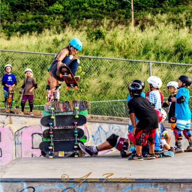 Check out @jaytayserp at #banzai skatepark in #Hawaii, showing the #groms how to shred! Thanks for the photo @jimrussi