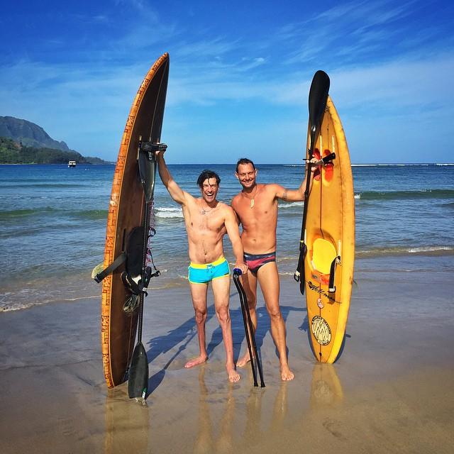 Rockin the Dylans with Dylan!  All-time morning catching glassy stoke-filled waterwalls in #HanaleiBay on a vintage #BillHamilton sit down surfboard!! @dylanthomas | #MuchoAloha | #MissinMyTLsurfMachine | @speedo #SpeedoAthlete | #HighFivesAthlete |...