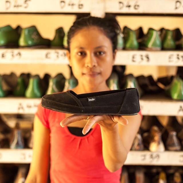 The Black Kelapa presented by Komang - Factory Manager at the #indoworkshop #kelapashoe #soleswithsoul