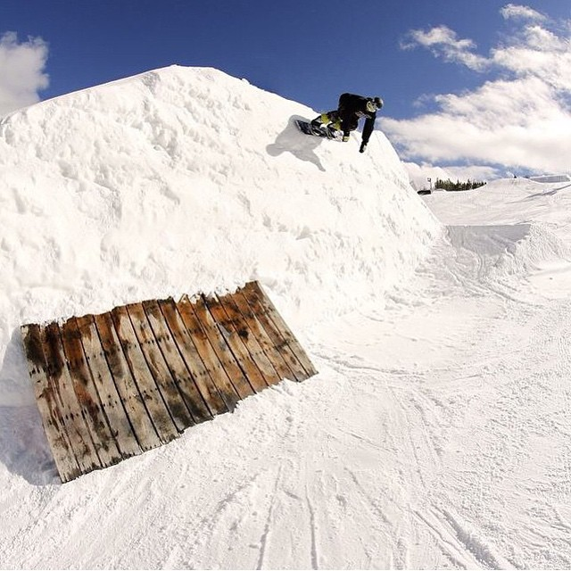 Wall ride to crate tranny courtesy of @camocody #area51 #shredtherockies