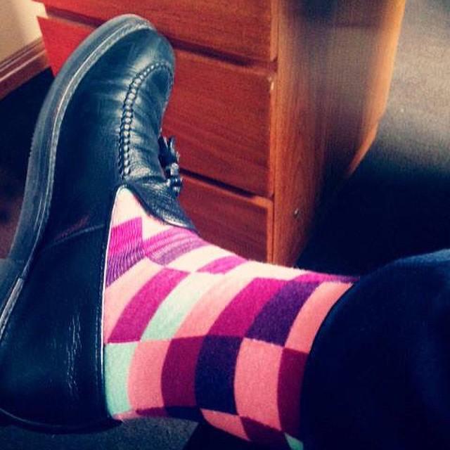 Un abogado poniéndole onda a este martes de oficina. Las medias se ven. Usá Suarez. #style #socks #MediasConOnda