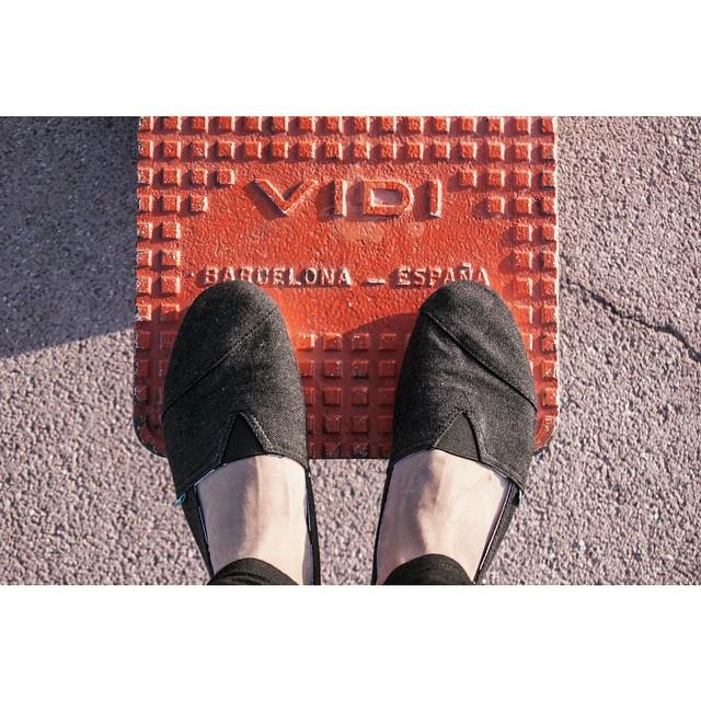 #Barcelona greetings ⚓ camino a la playa.  #Paez Combi Black #explore