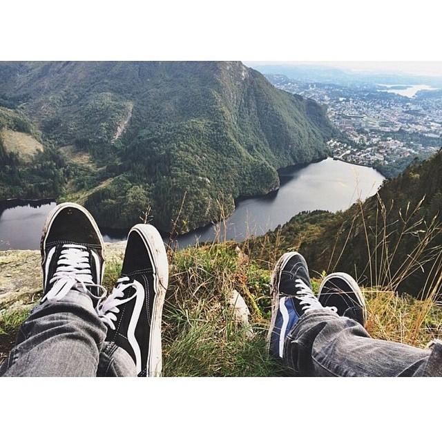 #Regram de @wheremyvansgo  Chillin' en Bergen, Noruega