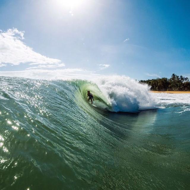 #JuevesDeOlas  A las olas por el manglar-Panamá Para surfear en Bocas del Toro, archipiélago rodeado de jungla en la costa norte de Panamá, hay que subirse a la barca y recorrer los canales que forman sus islas y bosques de manglares. Olas...